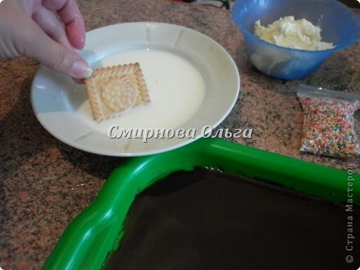 Тортик очень прост в приготовлении... Его может сделать и 3-х летний ребёнок под руководством родителя. фото 8