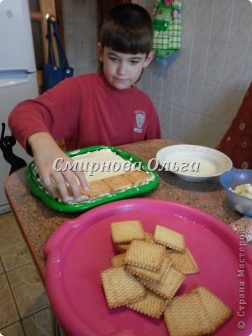 Тортик очень прост в приготовлении... Его может сделать и 3-х летний ребёнок под руководством родителя. фото 15