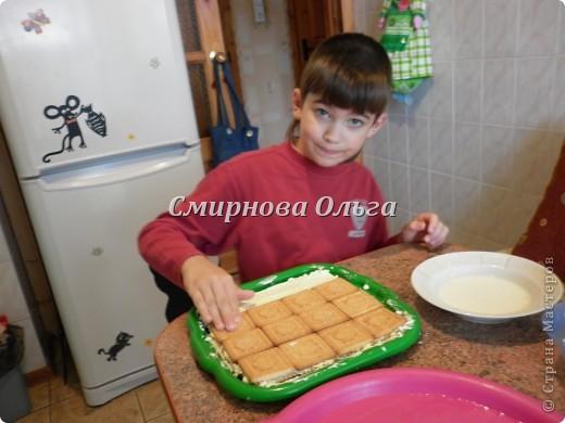 Тортик очень прост в приготовлении... Его может сделать и 3-х летний ребёнок под руководством родителя. фото 17