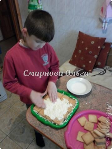 Тортик очень прост в приготовлении... Его может сделать и 3-х летний ребёнок под руководством родителя. фото 14