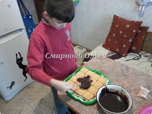 Тортик очень прост в приготовлении... Его может сделать и 3-х летний ребёнок под руководством родителя. фото 19