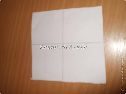 Вырезаем квадрат со стороной 8 см. делим на 4 ровных частей. Делаем ещё одну такую фигуру, но со стороной 6 см. и делим на четыре  части ну примерно ровные ( на глаз ). фото 1