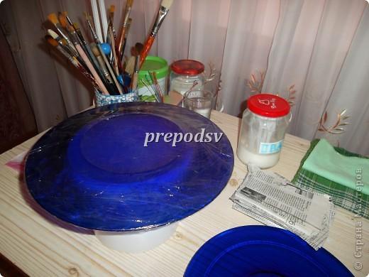 Решила показать как я делаю тарелки из газет.Это последняя тарелка, она для бело-голубой кухни. А теперь обо всем подробно. фото 2