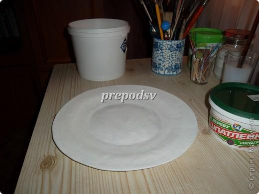 Решила показать как я делаю тарелки из газет.Это последняя тарелка, она для бело-голубой кухни. А теперь обо всем подробно. фото 6