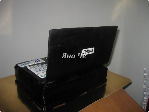 Торт-ноутбук внутри: шоколадные коржи, масло с карамельной сгущенкой и вишня. фото 2
