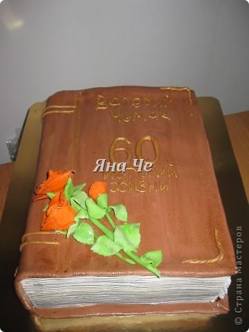 Торт-ноутбук внутри: шоколадные коржи, масло с карамельной сгущенкой и вишня. фото 4