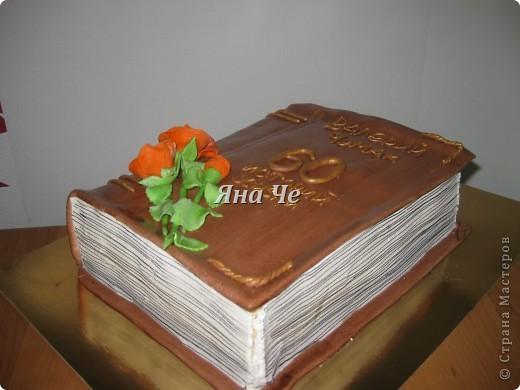 Торт-ноутбук внутри: шоколадные коржи, масло с карамельной сгущенкой и вишня. фото 5