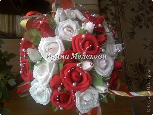 Рафаэльные розы на день рождения. Имениннице 50 лет. роз 35. исходя из возраста и розы посолидней, не такие лёгкие как в прошлом подобном фото 2