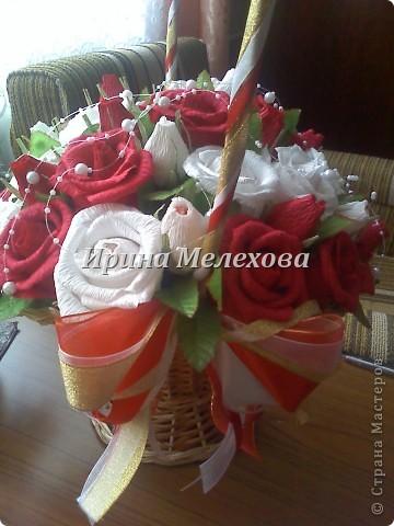 Рафаэльные розы на день рождения. Имениннице 50 лет. роз 35. исходя из возраста и розы посолидней, не такие лёгкие как в прошлом подобном фото 1