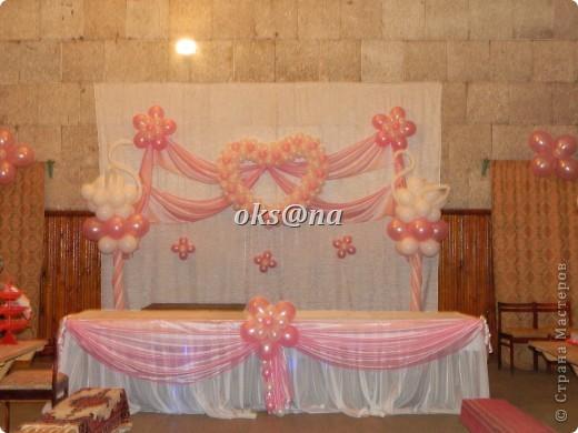 ну вот мне наконец то прислали фото оформления стола молодых, у меня на фотоаппарате сели батарейки, поэтому фото делала невеста