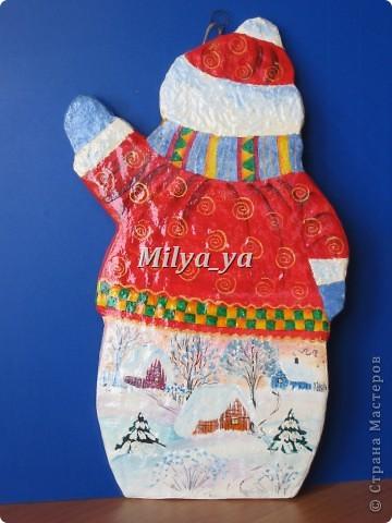 До Нового года осталось 4 месяца, поэтому можно начинать готовиться. Этот снеговик сделан из гофрокартона фото 2