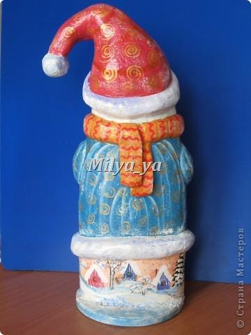 До Нового года осталось 4 месяца, поэтому можно начинать готовиться. Этот снеговик сделан из гофрокартона фото 4