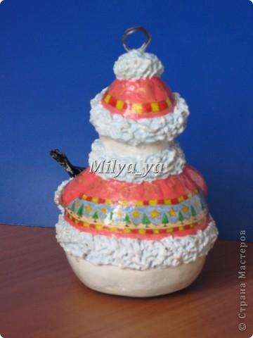 До Нового года осталось 4 месяца, поэтому можно начинать готовиться. Этот снеговик сделан из гофрокартона фото 7