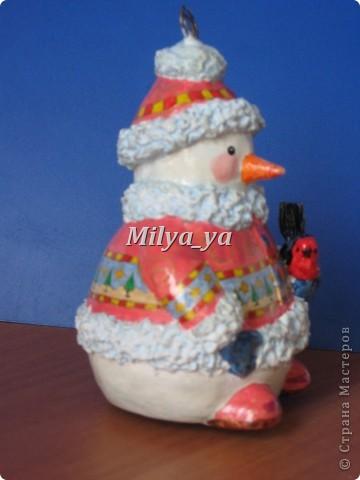 До Нового года осталось 4 месяца, поэтому можно начинать готовиться. Этот снеговик сделан из гофрокартона фото 8