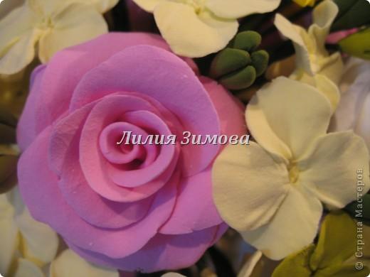 Всем добрый день!Сегодня я к Вам со свадебным букетом из белых и розовых роз, гортензий и анютиных глазок....ведь букет делала для Анюты))))Она пока его еще не видела.С этой глиной работала впервые. фото 5