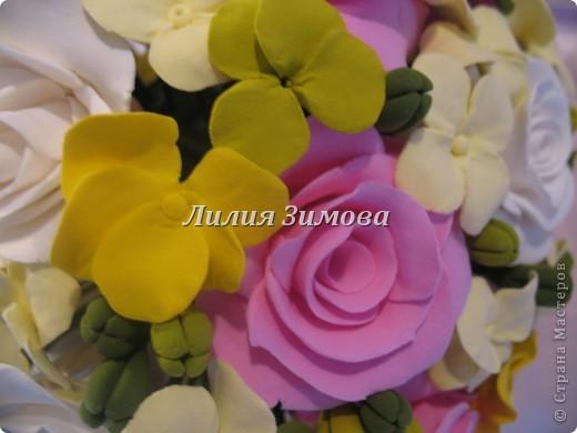 Всем добрый день!Сегодня я к Вам со свадебным букетом из белых и розовых роз, гортензий и анютиных глазок....ведь букет делала для Анюты))))Она пока его еще не видела.С этой глиной работала впервые. фото 6