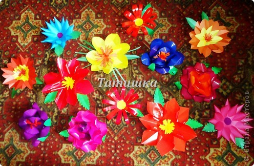 соседка попросила сделать цветы на праздник в детский сад.с радостью согласилась и сразу взялась стряпать.все идеи брала здесь в стране мастеров. фото 1