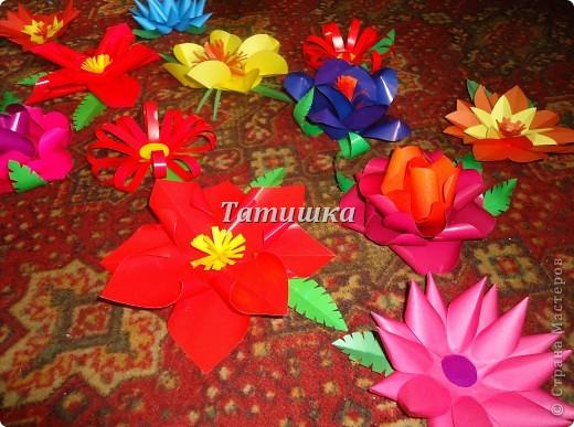 соседка попросила сделать цветы на праздник в детский сад.с радостью согласилась и сразу взялась стряпать.все идеи брала здесь в стране мастеров. фото 2