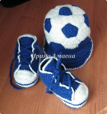 Всем привет!!! Пинетки-кеды и кепку в виде футбольного мяча я связала в подарок малышу на годик. фото 30
