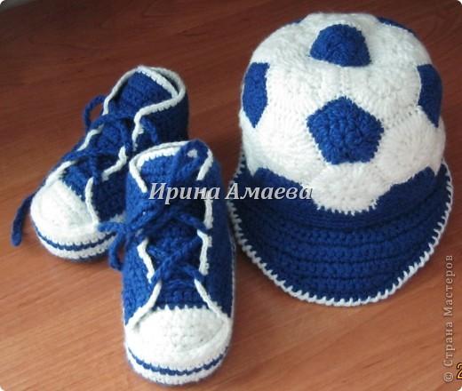 Всем привет!!! Пинетки-кеды и кепку в виде футбольного мяча я связала в подарок малышу на годик. фото 15