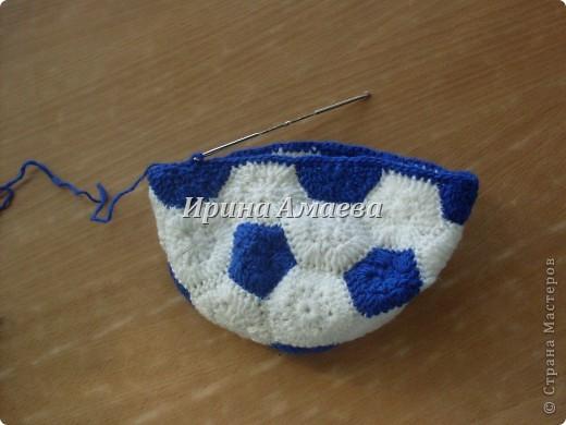 Всем привет!!! Пинетки-кеды и кепку в виде футбольного мяча я связала в подарок малышу на годик. фото 19