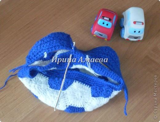 Всем привет!!! Пинетки-кеды и кепку в виде футбольного мяча я связала в подарок малышу на годик. фото 22