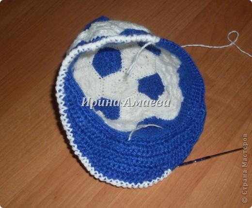 Всем привет!!! Пинетки-кеды и кепку в виде футбольного мяча я связала в подарок малышу на годик. фото 26