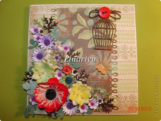 На этот раз я постаралась сделать открытку более красочной и насыщенной, благодаря разнообразию цветочного оформления. фото 1