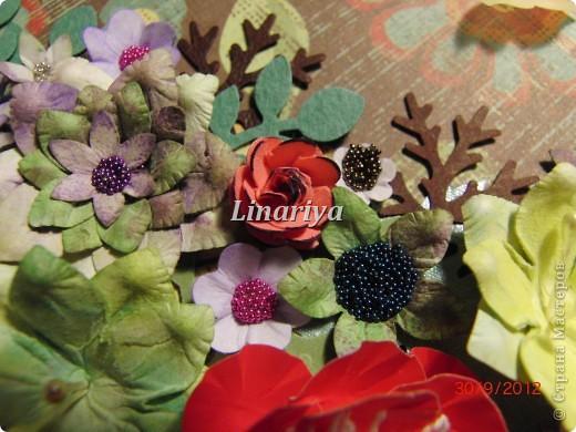 На этот раз я постаралась сделать открытку более красочной и насыщенной, благодаря разнообразию цветочного оформления. фото 5