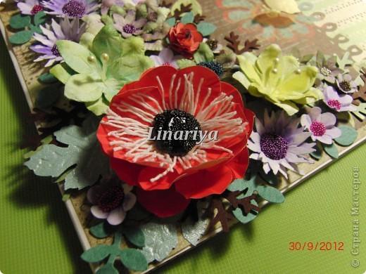 На этот раз я постаралась сделать открытку более красочной и насыщенной, благодаря разнообразию цветочного оформления. фото 8