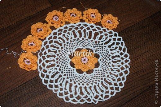 Салфетку специально связала для своей замечательной подруги,которую обожаю.Она купила оранжевый горшочек для цветов.Вот салфетка и послужит как дополнение к нему. Диаметр-28см. фото 5