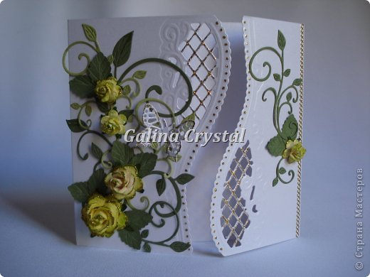 Свадебная поздравительная открытка. Внутри кармашек для денежного подарка и ажурный вкладыш для поздравления. Дизайнерская бумага, вырубка, цветы, полужемчуг. фото 4