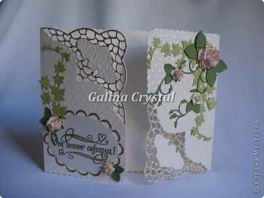 Свадебная поздравительная открытка. Внутри кармашек для денежного подарка и ажурный вкладыш для поздравления. Дизайнерская бумага, вырубка, цветы, полужемчуг. фото 2
