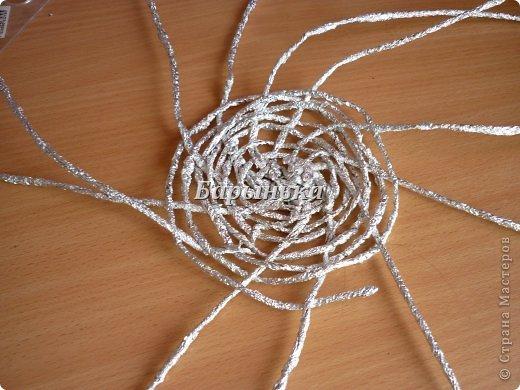 Здравствуйте дорогие мастерицы, хочу Вам представить свою работу – серебряные цветочки в корзинке  из фольги.  фото 9