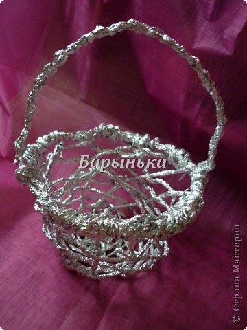 Здравствуйте дорогие мастерицы, хочу Вам представить свою работу – серебряные цветочки в корзинке  из фольги.  фото 2