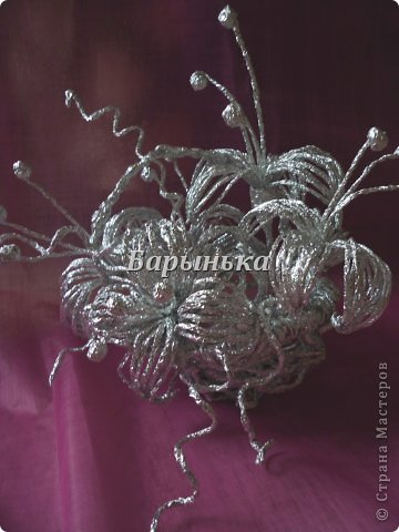 Здравствуйте дорогие мастерицы, хочу Вам представить свою работу – серебряные цветочки в корзинке  из фольги.  фото 1