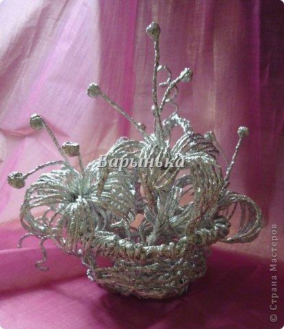 Здравствуйте дорогие мастерицы, хочу Вам представить свою работу – серебряные цветочки в корзинке  из фольги.  фото 14
