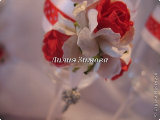 Вчера сделала свадебные фужеры,(заказ был на мой вкус) результат мне очень понравился.Получилось стильно и уютно.Розочки самодельные, кольца съемные.В стране уже такое было, идея не моя. фото 2