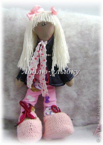 Еще одна куколка. плащик с капюшоном и на подкладке, гамаши, вязаная шапка и ботинки на шнурках фото 2