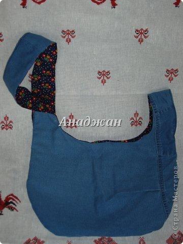 Вот пошились еще сумочки из любимого материала. Рюкзачок из тех джинсиков, которые отдал муж. тесьма зигзаг двух цветов, к сожалению зеленый цвет на фото искажен, он очень красивый и сочный, а тут в желтизну отдает фото 7