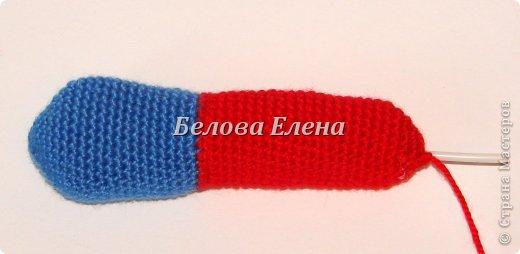 Размер - 30 см. Понадобится крючок №1,25 и №1,75. Пряжа: акрил (300м/100г)- красного -100г, серого-20г, синего- 20г, св-персикого-40г, немного белого, голубого, чёрного; белая травка - 60 г, и серебристой пряжи для микрофона. Проволока, картон, реснички. Условные обозначения: ВП-воздушная петля; СС-соединительный столбик; СБН-столбик без накида; ПСН-полустолбик с накидом; С1Н - столбик с 1 накидом; УБ-(убавка) провязать 2 СБН вместе; ПР-(прибавка)-провязать 2 СБН в одну петлю. фото 11