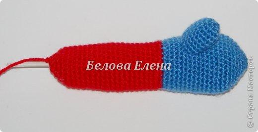 Размер - 30 см. Понадобится крючок №1,25 и №1,75. Пряжа: акрил (300м/100г)- красного -100г, серого-20г, синего- 20г, св-персикого-40г, немного белого, голубого, чёрного; белая травка - 60 г, и серебристой пряжи для микрофона. Проволока, картон, реснички. Условные обозначения: ВП-воздушная петля; СС-соединительный столбик; СБН-столбик без накида; ПСН-полустолбик с накидом; С1Н - столбик с 1 накидом; УБ-(убавка) провязать 2 СБН вместе; ПР-(прибавка)-провязать 2 СБН в одну петлю. фото 12