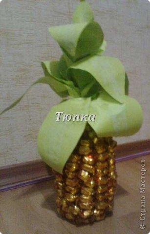 Вот такой ананас получился у меня в подарок на день рождения. Для листиков использовала бумагу формата А4. немножко притонировала серединку листиков обычной акварелью. Огромное спасибо за множество МК по ананасу в Стране!!!!!