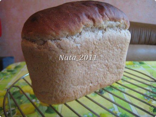 Простой серый хлеб. Хлеб вкусный, однако на мой вкус много меда. фото 2