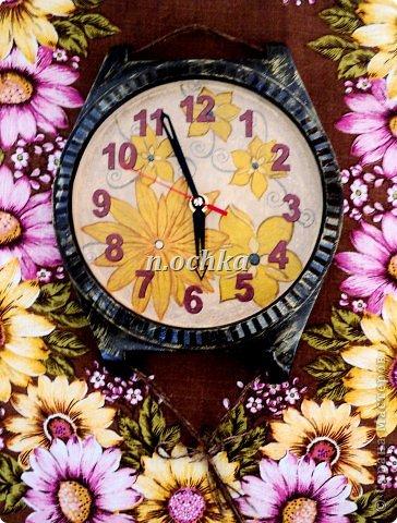 """Это мои первые реставрированно-задекупаженные часы!  Был немного поврежден корпус - пришлось даже """"наращивать"""" картоном, шпатлевкой уголок... Изначально представляла их не такими, поэтому даже сейчас смотрю - и мне кажется чего-то не хватает(( фото 2"""