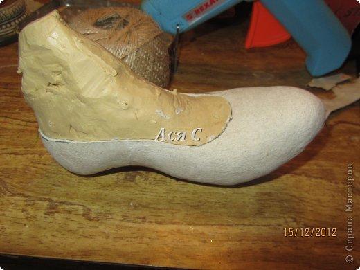 """Всем доброго дня! После того, как была подарена моя """"шапка-ушанка"""" https://stranamasterov.ru/node/449448,  у этих же заказчиков возникла идея одарить своих друзей и соседей по магазину чем-нибудь эксклюзивным. А магазинчик-то был магазином обуви с названием """"Шагги"""". Долго вынашивалась идея, еще дольше делалось. Что в итоге получилось - судить ВАМ! В кои-то веки засняла весь процесс, поэтому претендую на мастеркласс. Приятного просмотра! фото 8"""
