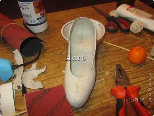 """Всем доброго дня! После того, как была подарена моя """"шапка-ушанка"""" https://stranamasterov.ru/node/449448,  у этих же заказчиков возникла идея одарить своих друзей и соседей по магазину чем-нибудь эксклюзивным. А магазинчик-то был магазином обуви с названием """"Шагги"""". Долго вынашивалась идея, еще дольше делалось. Что в итоге получилось - судить ВАМ! В кои-то веки засняла весь процесс, поэтому претендую на мастеркласс. Приятного просмотра! фото 11"""