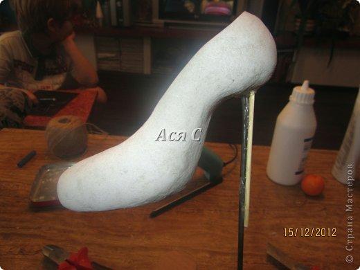 """Всем доброго дня! После того, как была подарена моя """"шапка-ушанка"""" https://stranamasterov.ru/node/449448,  у этих же заказчиков возникла идея одарить своих друзей и соседей по магазину чем-нибудь эксклюзивным. А магазинчик-то был магазином обуви с названием """"Шагги"""". Долго вынашивалась идея, еще дольше делалось. Что в итоге получилось - судить ВАМ! В кои-то веки засняла весь процесс, поэтому претендую на мастеркласс. Приятного просмотра! фото 12"""