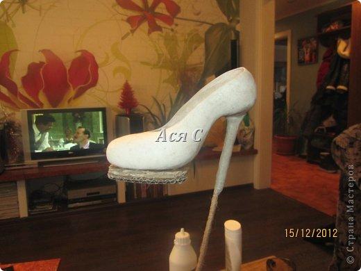 """Всем доброго дня! После того, как была подарена моя """"шапка-ушанка"""" https://stranamasterov.ru/node/449448,  у этих же заказчиков возникла идея одарить своих друзей и соседей по магазину чем-нибудь эксклюзивным. А магазинчик-то был магазином обуви с названием """"Шагги"""". Долго вынашивалась идея, еще дольше делалось. Что в итоге получилось - судить ВАМ! В кои-то веки засняла весь процесс, поэтому претендую на мастеркласс. Приятного просмотра! фото 14"""