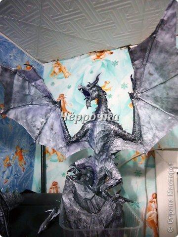 Ледяной Дракон Skyrim .Бумажная модель( papercraft ) Сделала дракона. Очень большой получился. Распечатала на чб принторе около 30 листов. Сделала за 2 недели. фото 1